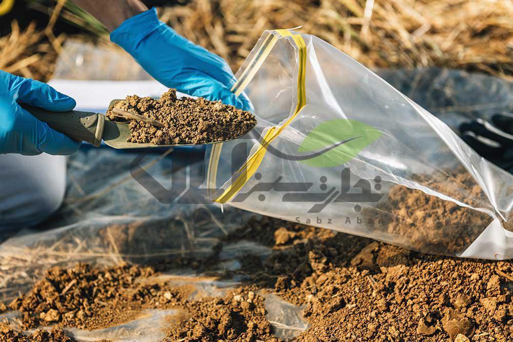 نمونه برداری از خاک