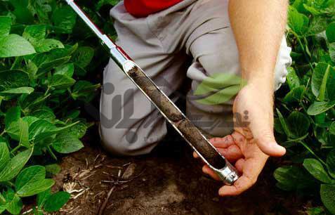 نمونه برداری از خاک با اوگر